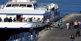 Midilli Feribotundan İnen Turistler Dikili'yi Gezdi