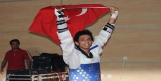 Milli Tekvandocu Servet Tazegül Avrupa Şampiyonu