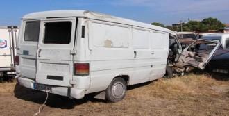 Minibüsle Otomobil Çarpıştı: 1 Ölü, 6 Yaralı