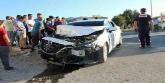 Minibüsle Otomobil Çarpıştı: 5 Yaralı