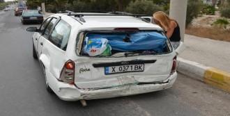 Minibüsle Otomobil Çarpıştı: 8 Yaralı