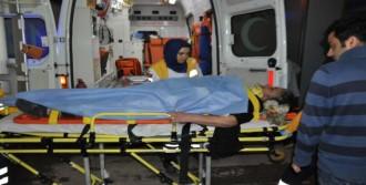 Minibüs Çarpıp Kaçtı: 3 Yaralı