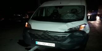 Minibüsün Çarptığı İki Genç Kız Yaralandı