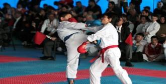 Minik Karateciler Hayran Bıraktı