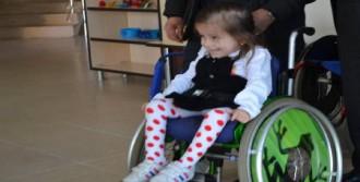 Zeynep, Tekerlekli Sandalyesine Kavuştu