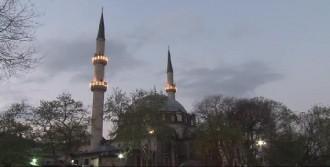 Eyüp Sultan Camii'ne Akın Ettiler