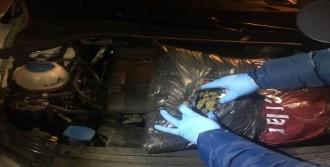 Motor Kaputunun Altından 3.5 Kilo Esrar Çıktı
