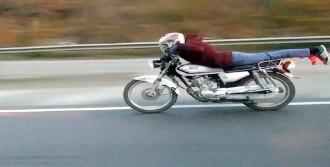 Motosikleti Üzerine Yatarak Kullandı