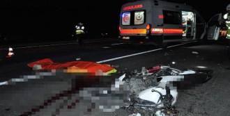 Motosikletiyle TIR'a Çarpan Genç Öldü