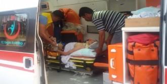 Yaralanan Çocuğu, Babası Teselli Etti