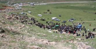 Muradiye'de Traktör Şarampole Devrildi: 2 Ölü, 1 Yaralı