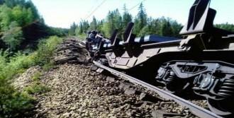 Asitli Tren Raydan Çıktı