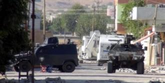 Hendek Kapatan Polislere Ateş Açıldı