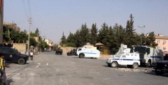 Nusaybin'de Sokaklarda Hendek Kapatan Polise Ateş Açıldı
