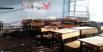 Okulun Alçı Tavan Sıvası Döküldü