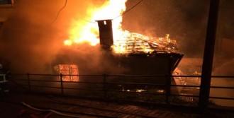 Yangında 5 Bina Zarar Gördü