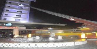 Otelde Çıkan Yangında 150 Kişi Mahsur Kaldı