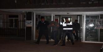 Hırsızları  Kameralara Sonra Polise Yakalandı