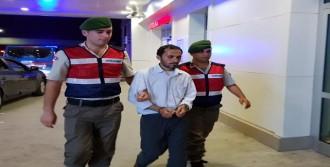 Otobüsteki Türk Bayrağını İndirmek İsteyen Yolcuya Gözaltı