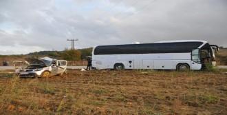 Otobüsün Çarptığı Otomobilin Sürücüsü Öldü