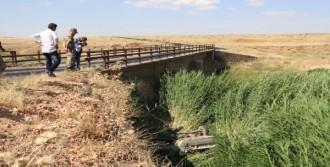 Otomobil Köprüden Uçtu: 8 Yaralı