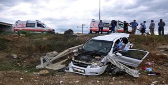 Otomobil, Şarampole Yuvarlandı: 1'i Ağır, 5 Yaralı
