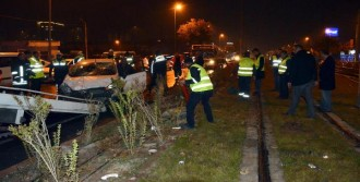 Otomobil, Tramvay Yoluna Girdi; 1 Yaralı