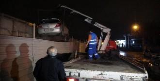 Otomobil Viyadük İnşaatı Sahasına Düştü