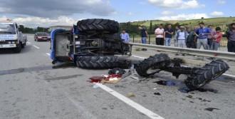 Otomobile Çarpışan Traktör İkiye Bölündü