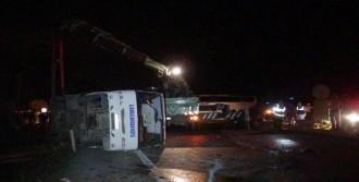 Otomobille Midibüs Çarpıştı: 7 Yaralı