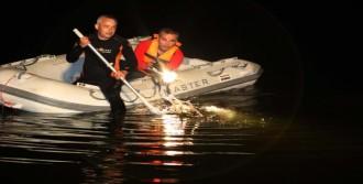 Otomobilleri Baraja Uçan Çift Öldü