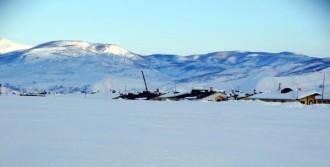 Ovacık'ta Kar 2 Metreyi Aştı