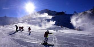Kar Yağışı Altında Kayak Keyfi