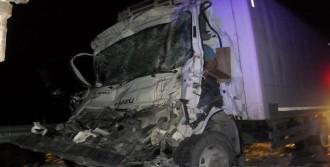 Kamyona Çarpan Kamyonetin Sürücüsü Öldü