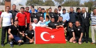 Futbol Turnuvası'nda Şampiyon Türkiye