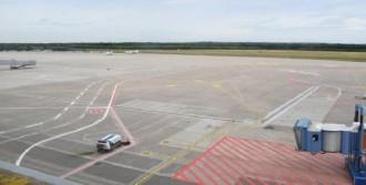 Havalimanı'na İniş Yapılamıyor