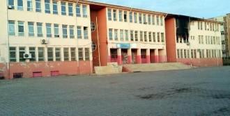 PKK İdil'de 3 Okulu Ateşe Verdi
