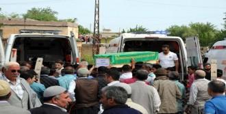 PKK'nın Katlettiği 13 Köylü Toprağa Verildi