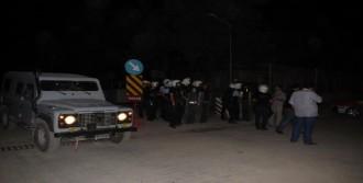 Polis Tabancasını Çekti Ama Kullanmadı