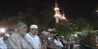 Ramazan Geldi, İlk Teravih Namazı Kılındı