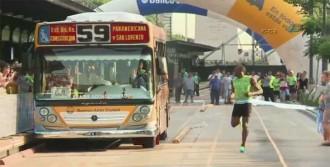 Rekortmen Atlet Otobüsle Yarıştı