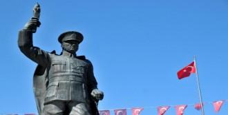 'Atatürk Anıtı Kaldırılıyor' Tartışması