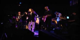 'Rockçı İmam', New York'ta Konser Verdi