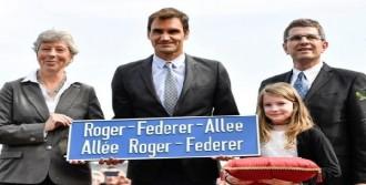 Roger Federer'in Adı Caddeye Verildi