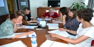 Rus Öğrencilere Osmanlıca Dersi