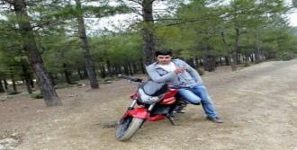 Rüzgarın Savurduğu Motosikletten Düşüp Öldü