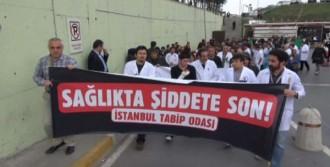 Sağlıkçılardan 'Dayak' Protestosu