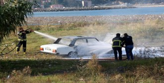 Sahile Park Edilen Otomobil Yandı