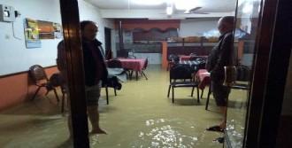 Sakarya Kaynarca'da Şiddetli Yağış Sele Dönüştü