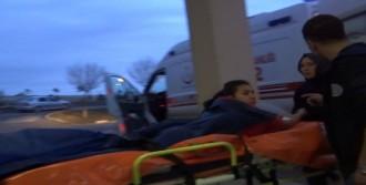 Sandalyedeki Bıçağın Üzerine Oturan Kız Yaralandı